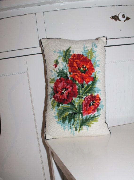 Floral Zweedse geborduurd kussen blauw rood groen kussen Embroidered gooien kussen decoratieve Spring kussen Shabby papavers kussen Retro