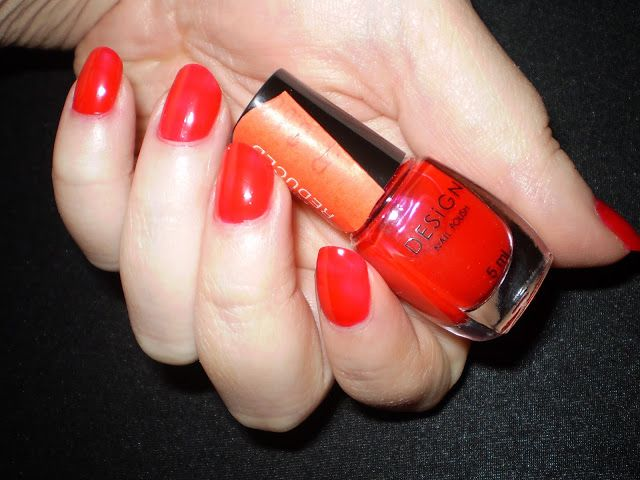 Leah beauty : REALLY RED BY DESIGN NAIL POLISH