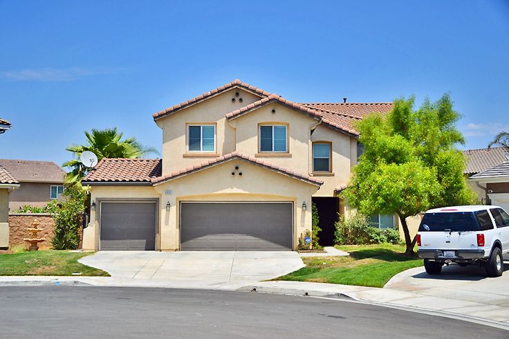Turn Key Eastvale Home 4 Beds 2 5 Baths And Loft Area Huge 5th Bedroom Or Option As Game Room
