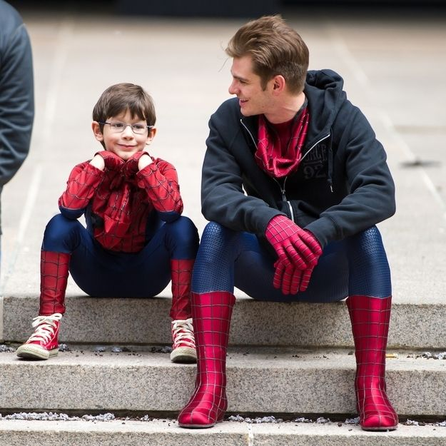 Andrew Garfield hanging out with mini Spider-Man