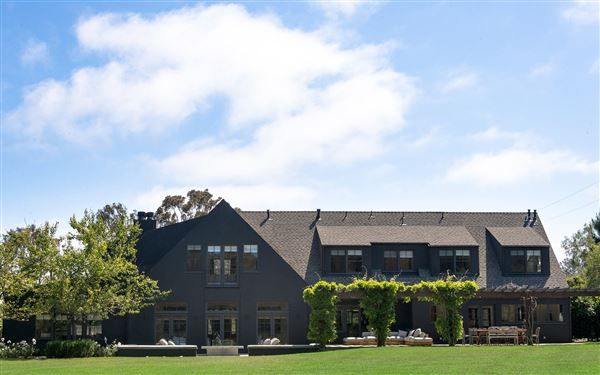 POINT DUME MODERN FARMHOUSE IN MALIBU | California Luxury Homes | Mansions For Sale | Luxury Portfolio