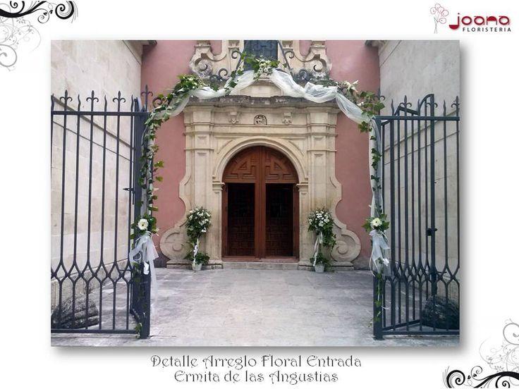 Detalle arreglo floral de la entrada a la Ermita de las Angustias de Cuenca