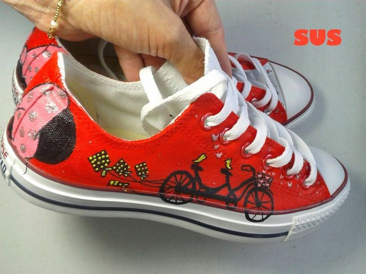 zapatos pintados a mano- hand painted shoes- zapatos pintados con bicicleta- SUS - Solangel- Converse rojos- Zapatos rojos- zapatos personalizados - panamá