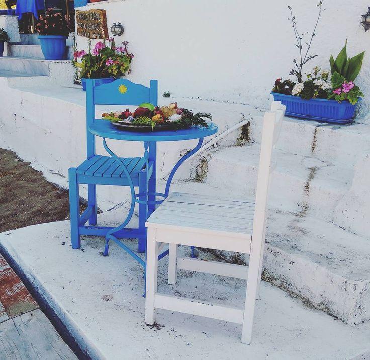 "Greek details. ""The simple everyday experiences become the doorway to new throughs and inspirations"" Bucchianeri #greekislands #greekstyle #greekstagram #instalike #instagreece #greecelover_gr #greecelovers #lovelydetails #blueandwhite #grecia🇬🇷 #grecia #visitgreece #quotesoftheday #viaggiando #travel #lovetravel #greece2017🇬🇷 #greece #discoverygreece #kerkyra #ελλάδα #корфу #путешествие #греция #каникулы #фото #foto #griechenland #liebereisen #reise"