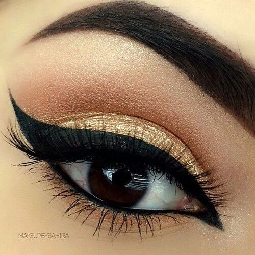 Beautifully done eyeliner with a touch of gold around the eyeliner