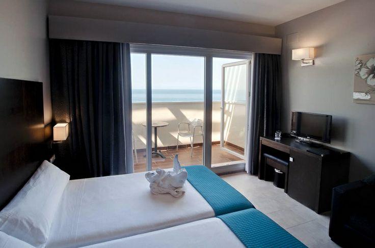 Una de nuestras habitaciones categoría Elite. Maravillosa vista de la playa de Punta Umbría y totalmente acondicionada.
