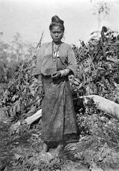 COLLECTIE TROPENMUSEUM Vrouw uit Molo Timor.