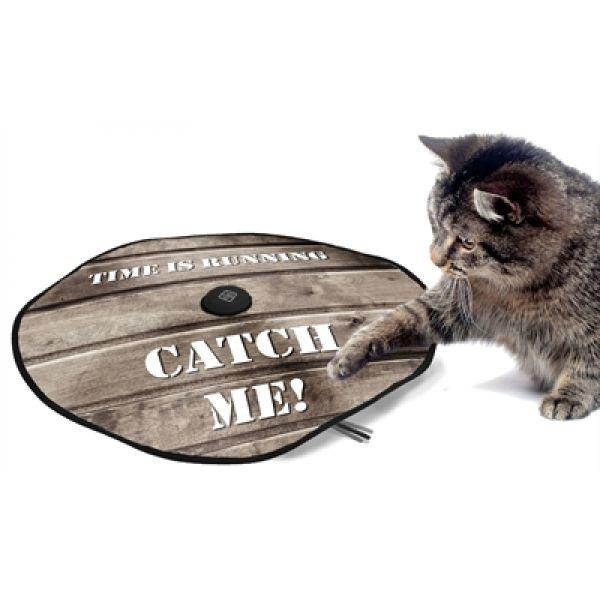 Elektrisch kattenspeelgoed - Leg de cirkelvormige stof over de motor, stel op het middenstuk een van de vier snelheden in en de staaf draait onder de stof variabel in het rond. Katten zijn dol op dit ritselende verstoppertje spelen. Werkt op batterijen 3xAA (niet inbegrepen). 60cm http://www.viadierenwinkel.nl/katten-benodigdheden/accessoires/kattenspeelgoed/d-d-adventure-undercover-mouse-hout