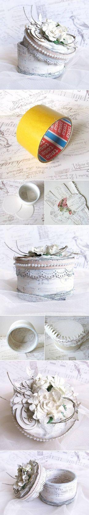 Caja joyero hecha con el cartón de la cinta de embalar.