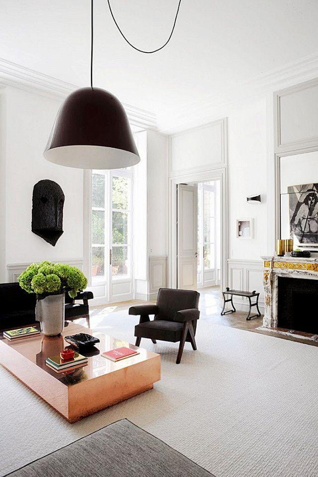 Французский дизайнер интерьера Джозеф Dirand известен использованием Пирр Жаннерет конструкций во многих из его проектов, в том числе его собственного дома в Париже.  Он говорит, что его любовь к минималистическим ... к середине века