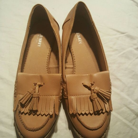 Old Navy loafers Old Navy cute bone color loafers,great for this weather. Nwot Old Navy Shoes Flats & Loafers