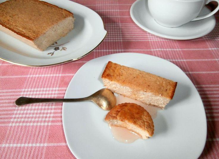 Творожная запеканка без манки, муки и сахара Творожная запеканка с бананом не содержит сахар, муку и манку, получается сладкой и нежной, как суфле. Это рецепт диетической выпечки и вкусный десерт.