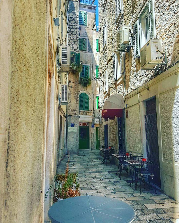 Strings of life . . #Split . . #street #streetphotography #streetphotos  #architecture #iseeplaces #travelphotography  #worldinmotion #allaroundtheworld #postcardsfromtheworld #discoverearth #arountheworld #worldplaces #travelling #traveltheworld #travelphoto #picoftheday #oldtown #photography #instagram #instagood #instavacation #like4like #l4l #followforfollow #igerscroatia