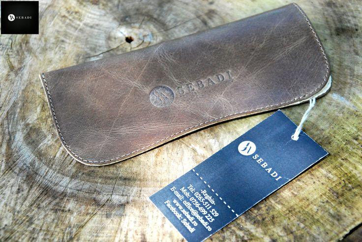Husa pentru ochelari din piele naturala 7 -maro -captusita cu piele crem -dimensiuni: L=17cm l=8cm  PRET: 35 lei