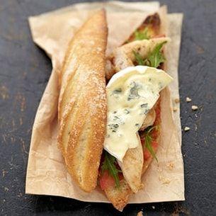 Sandwich au poulet grillé et au Bresse Bleu