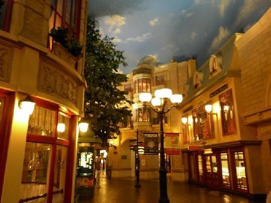 Friends of Reading : Where to Eat in Vegas? Part 1   Paris Hotel Las Vegas Inside