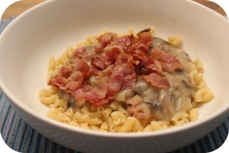 Macaroni met Champignons en Spek in Kaassaus