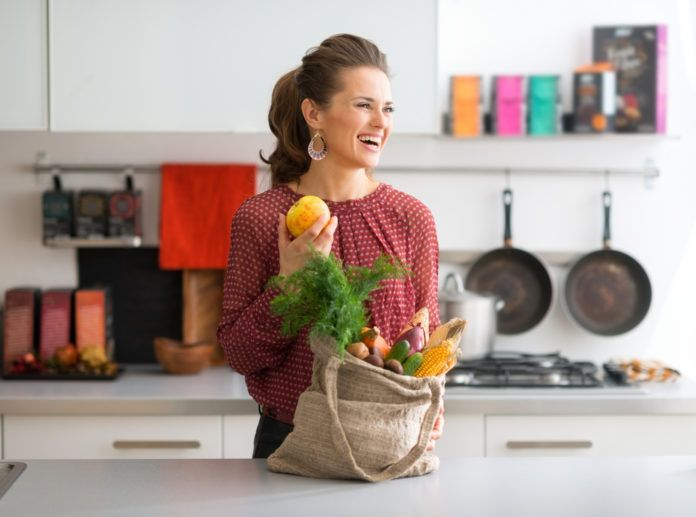 Máme tu pro vás další zřady vzorových jídelníčků. Dnešní vydání vám pomůže zahnat zimní chmury spojené snedostatkem slunce. Tento ukázkový jídelníček je plný zdravých tuků, komplexních sacharidů i kvalitních bílkovin, ideálních i při dietě. Dobrou chuť! Pondě…