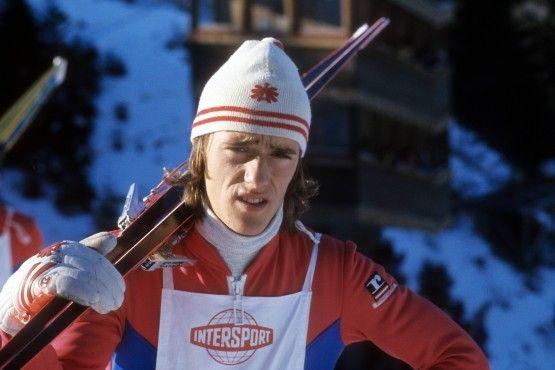 Der 18-jährige Toni Innauer 1976 bei der Vierschanzentournee, wo er als erster Springer überhaupt fünf Mal die Höchstnote 20,0 erhielt.