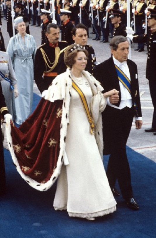 Enthronement Queen Beatrix on 30 April 1980. At right her husband Prince Claus.