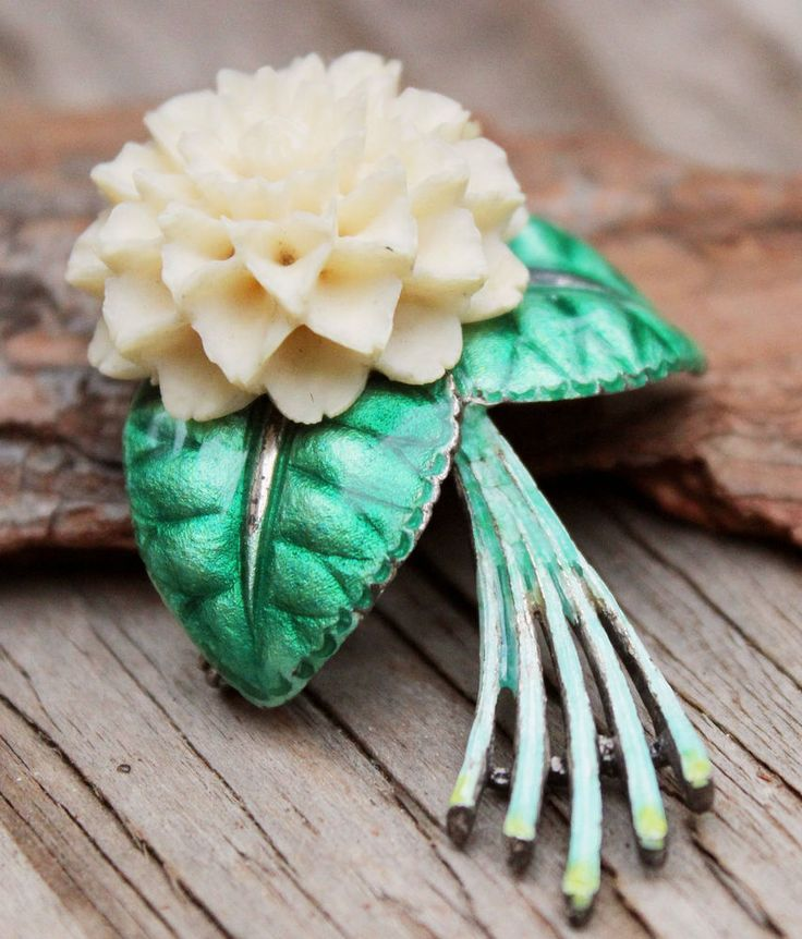 Vintage 60s White Flower Green Enamel Brooch Pin Costume Jewellery Retro Silver