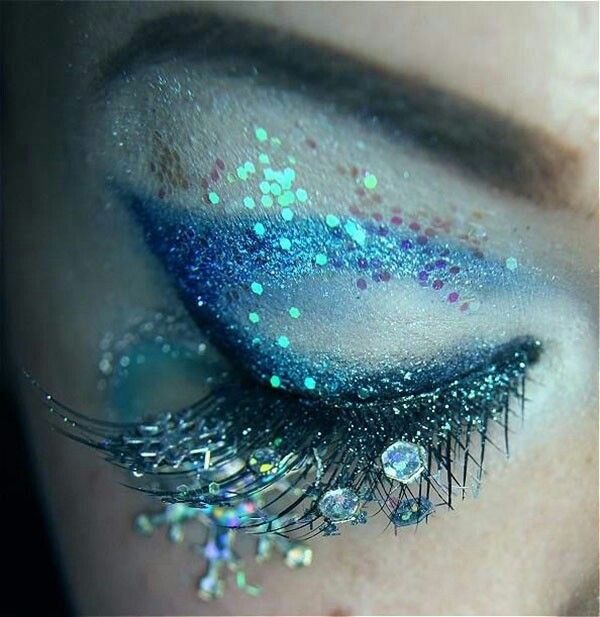 Mermaid makeup it looks just as if a real mermaid that changed into a human did it looks so pretty!!!