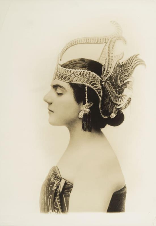 Eva Gauthier in Javanese headdress.