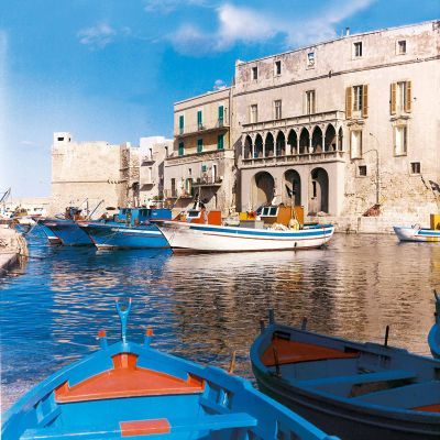 Monopoli seaport: souvenirs of endless night spent on the boats, talking nonsenses with friends, totally drunk.
