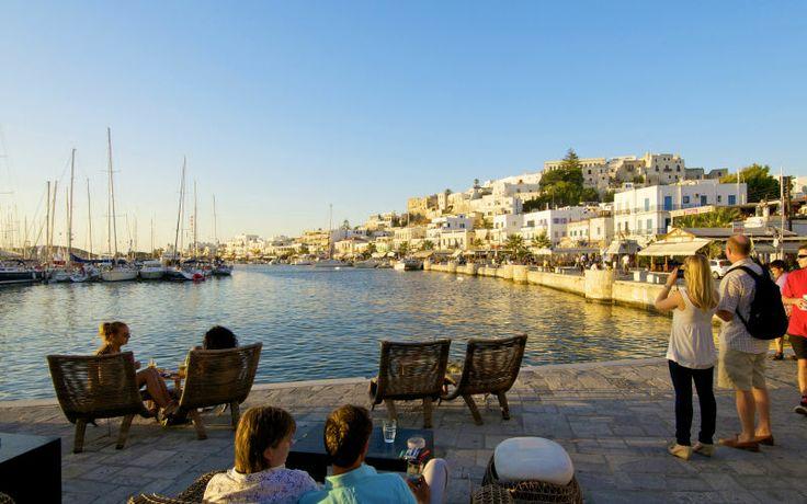 Her ser du smukke Naxos by, hvor der altid er en afslappende atmosfære ved havnen. Læs mere her: www.apollorejser.dk/rejser/europa/graekenland/naxos