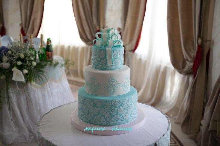 Свадебный торт в бирюзовом стиле.