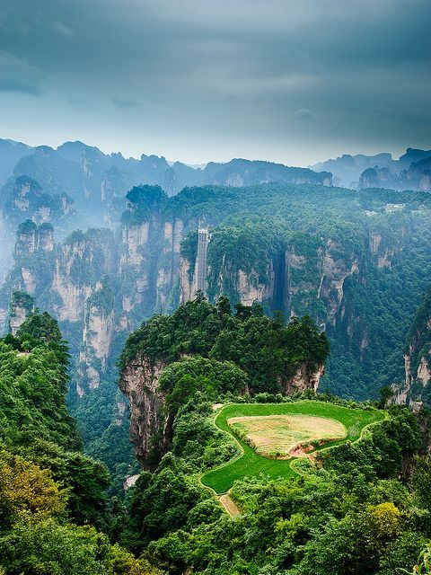 ianzi Mountain (天子山) is located in Zhangjiajie in the Hunan Province of China, close to the Suoxi Valley