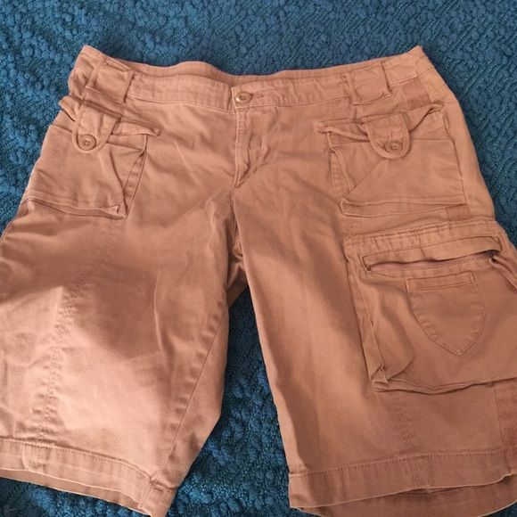 LAST CHANCE AZ jeans Bermuda cargo shorts size 15 Size 15 women's Arizona Jeans Co Bermuda cargo shorts. Gently used smoke free home. Arizona Jean Company Shorts Bermudas