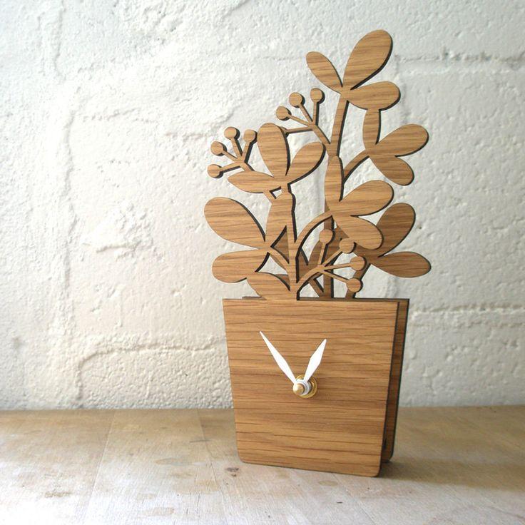 Houseplant Desktop Clock via @Laura Jayson Gaskill