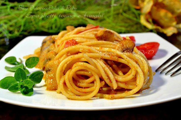 Spaghetti tonno e funghi facile e veloce da fare all'ultimo momento il tempo di cuocere la pasta ed un condimento arricchito da un composto cremoso è pronto