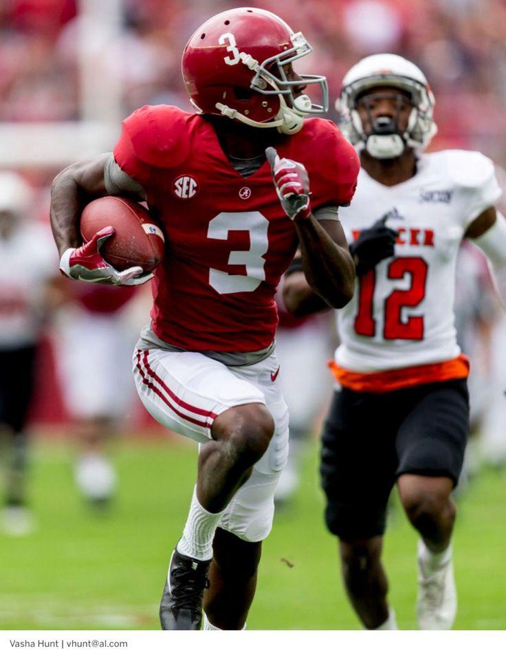 Touchdown Alabama Alabama Wide Receiver Calvin Ridley 3 Runs After The Catch During The First Half Of The Alabama V Mercer Football Alabama Football Alabama
