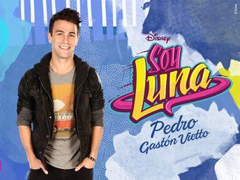 El es Pedro!!! Interpretado por Gastón Vietto, el es un integrante de la banda que tiene con Nico y Simón, trabaja en el Jam and Roller.