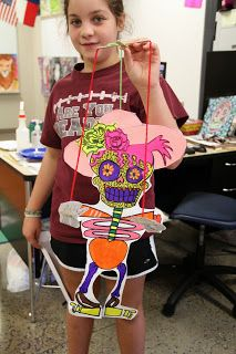 smART Class: Skellies for Dia De Los Muertos. Excellent post includes step-by-step directed draw for skeleton and flowers, plus DDLM animated video for kids.