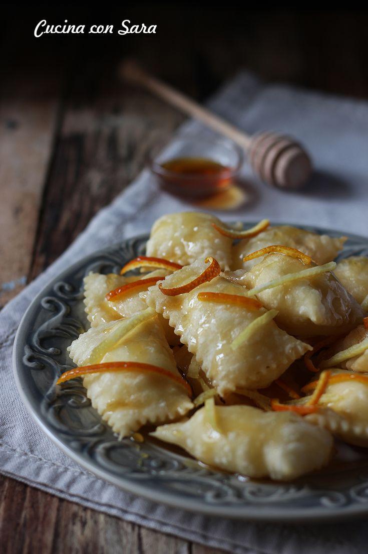 RAVIOLI DI RICOTTA FRITTI - ricetta della Sardegna. Ricetta qui: http://blog.giallozafferano.it/cucinaconsara/ravioli-di-ricotta-fritti-ricetta/