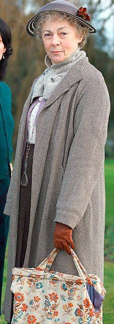 Miss Marple played by Geraldine McEwan. Didn't like her Miss Marple at all, but do love this outfit.