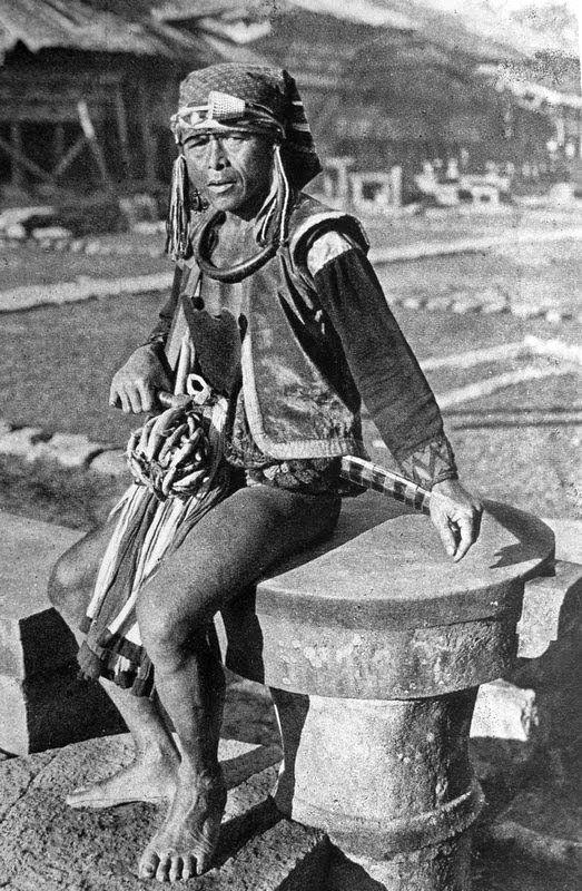old-indische: Nias Warrior