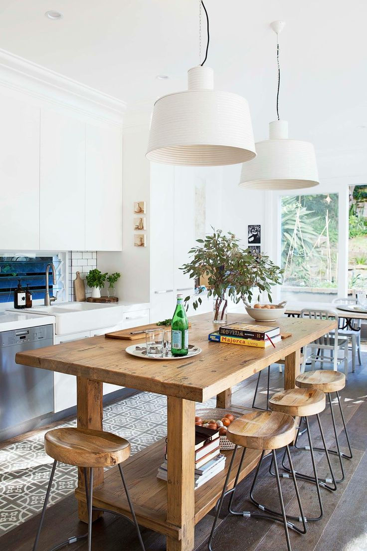 Beachy Kitchen ideas//wooden table and chairs