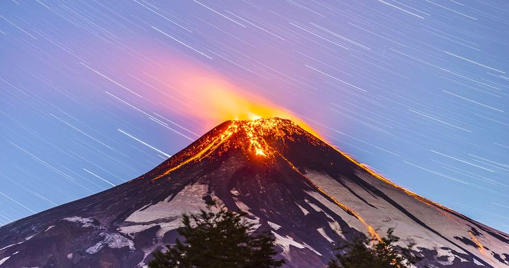 Villarrica volcano working... by Francisco Negroni on 500px