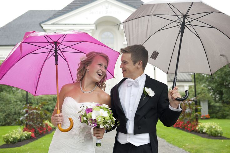 Colorful umbrellas on a rainy wedding day. Julia Lillqvist | Lina och Staffan | http://julialillqvist.com