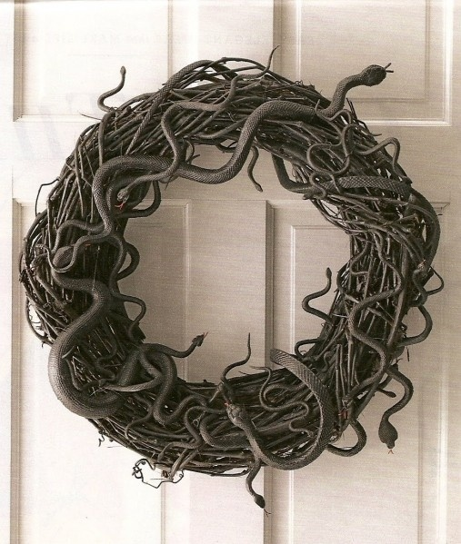 Halloween wreath/  IF I could stand to make it...may have to go with spiders holiday