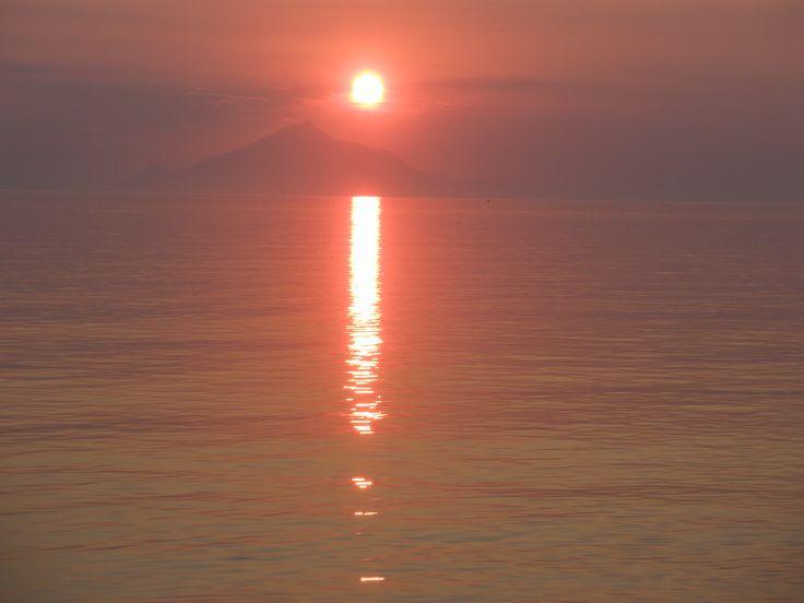 Αgios Ioannis beach-Limnos-sunset-Athos-Hλιοβασίλεμα-παραλία Αγίου Ιωάννη-Λήμνος-στο βάθος διακρίνεται ο Άθως