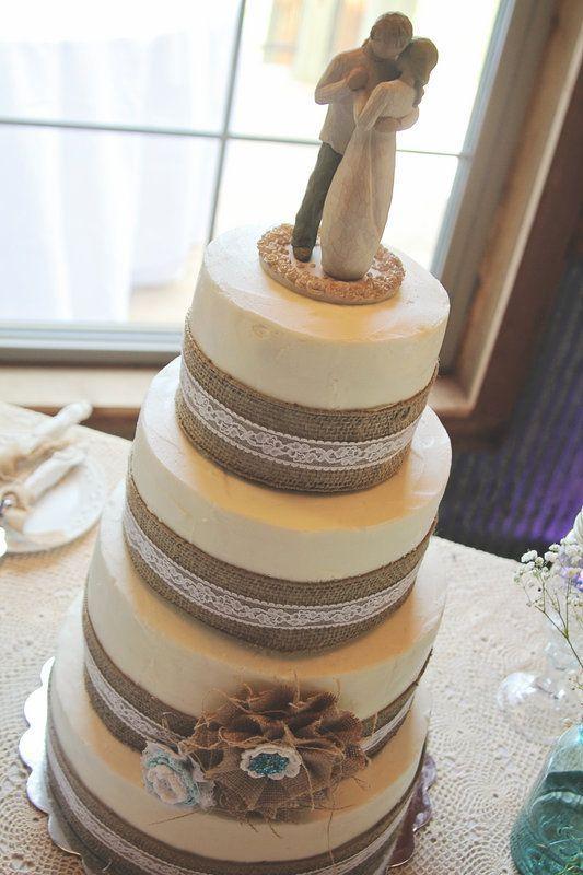 Burlap and Lace Wedding Ideas - The I Do Moment | The I Do Moment