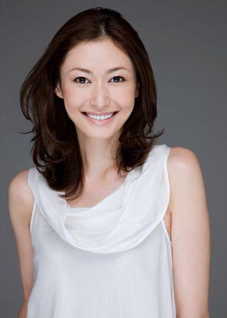 セミロングカット×ベース顔さんにすすめたい田丸麻紀さんのヘアスタイル☆センターわけで活発だけど女性らしさ溢れる髪型♬ナチュラルアレンジで素敵な女性に♡