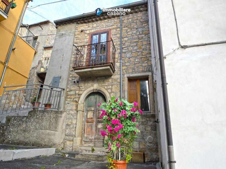http://immobiliarecaserio.com/Ancient_renovated_house_for_sale_in_Abruzzo_Italy_-_Village_Fraine_2224.html