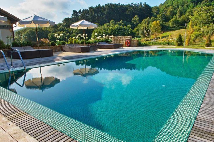Les 25 meilleures id es de la cat gorie mosaique piscine for Piscine design mosaique