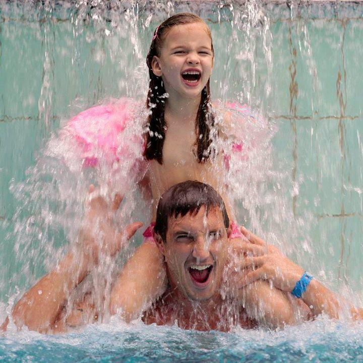 Terme Laško imaju bazen sa talasima, tri whirlpoola iznad bazena, Kneippov put, dečije bazene, rekreacijski bazen, brzu reku i tobogan. Dovoljno da cela porodica uživa i zabavi se! http://travelboutique.rs/terme/slovenija/terme-lasko/ #terme #lasko #termelasko #banje #slovenija #odmor #wellness #spa